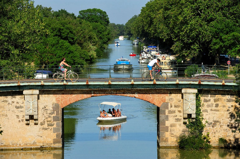 Canal de Midi a su paso por Vias en Cap d'Agde Méditerranée © Henri Comte