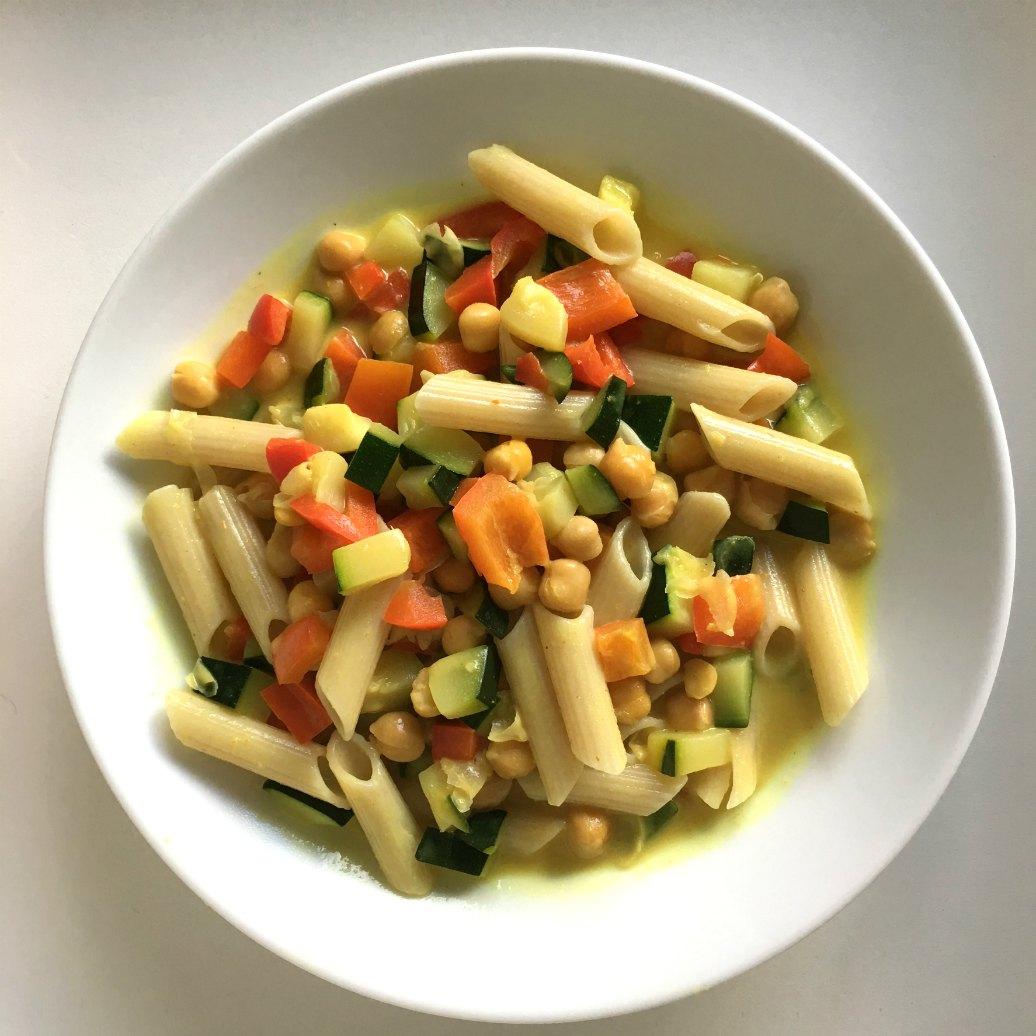 Recept: snelle curry met glutenvrije pasta en kikkererwten