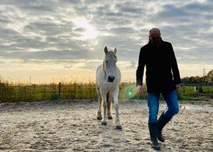Verbonden leiderschap gaat over SAMEN. tussen hemel en paarden