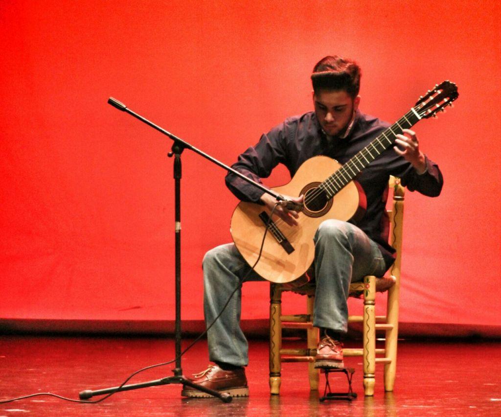 Jorge Vico en una selección de música clásica para guitarra.