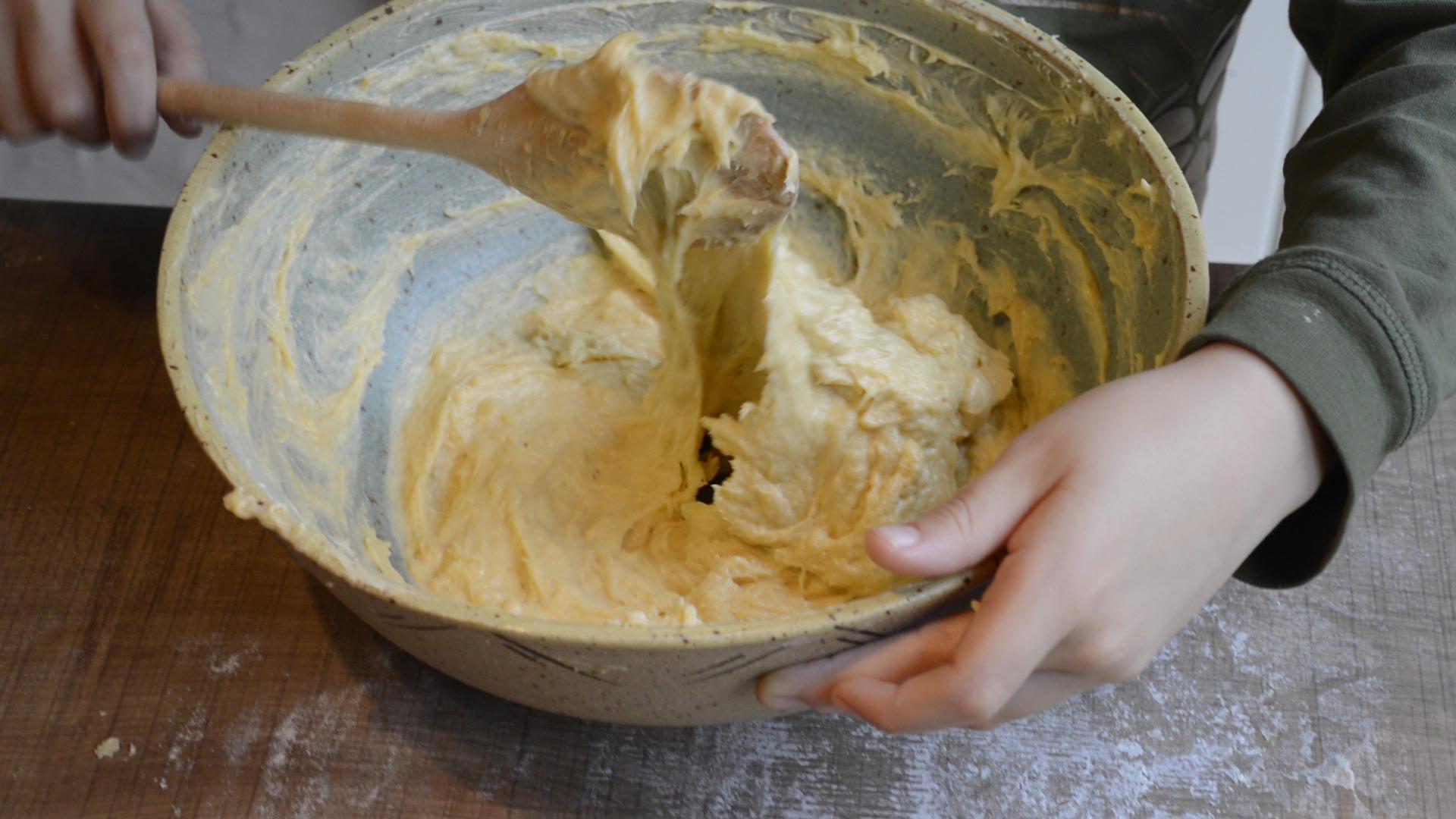 pétrir-cuillère-brioche