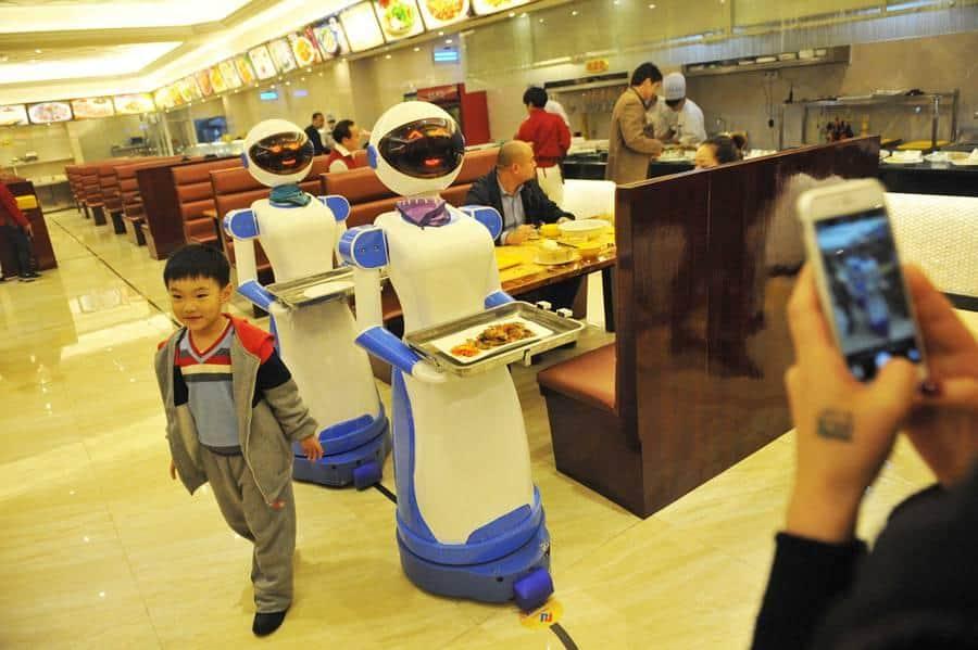 Ce restaurant utilise des robots pour faire la nourriture