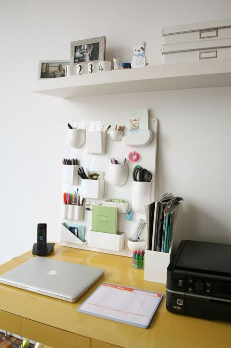 Ways to Organize a Desk Without Drawers