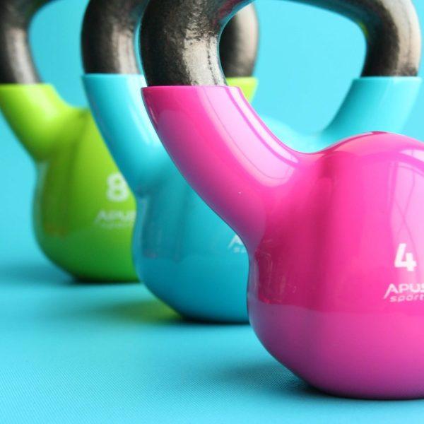 kettlebell attrezzi essenziali per allenarsi a casa