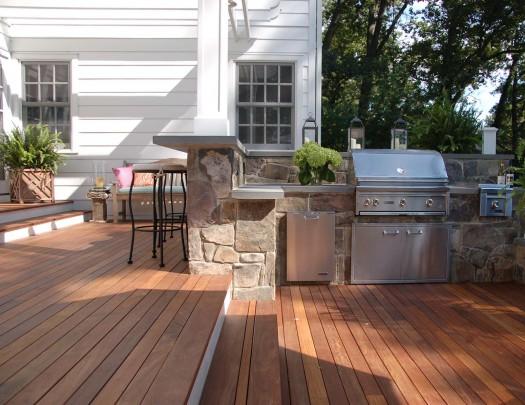 lynx-outdoor-kitchen-lakeside-525x405
