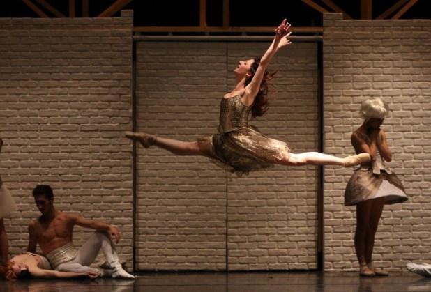 """Giordana Roberto in """"Romeo e Giulietta"""" - Prod. Balletto di Milano 2016. © Ph. Carla Moro & Aurelio Dessì"""