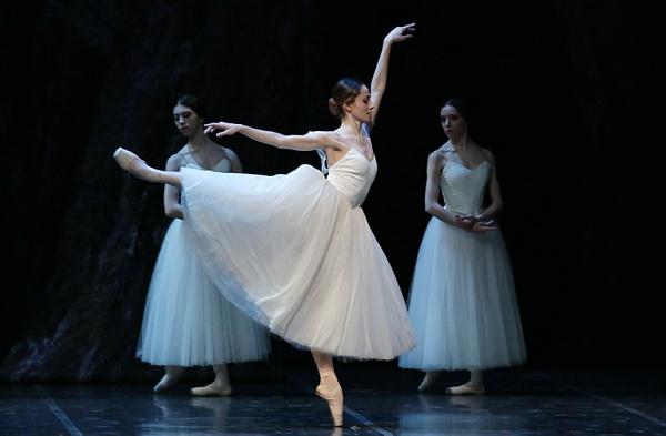 """Nicoletta Manni in """"GIselle"""". © Ph. Brescia e Amisano, Teatro alla Scala."""