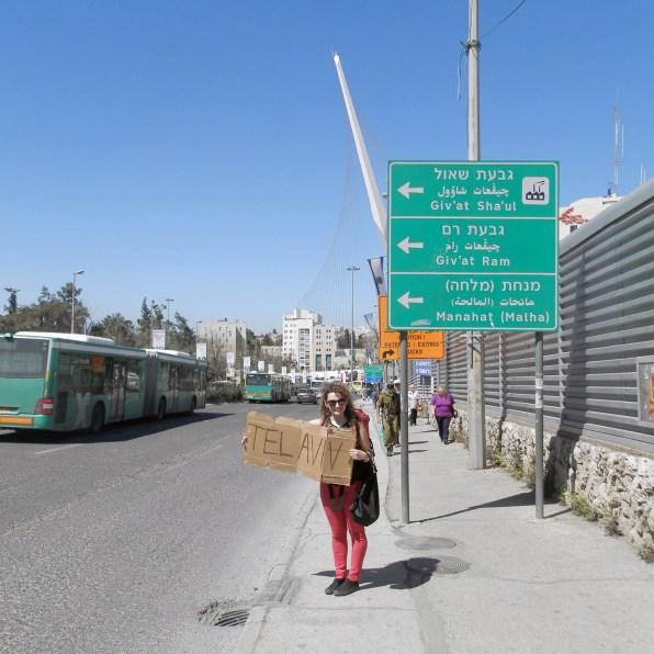 Renia łapie stopa do Tel-Avivu