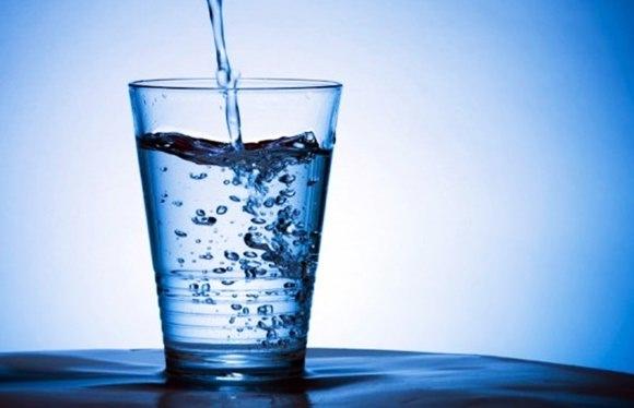 水分補給は尿酸の排出に役立つ