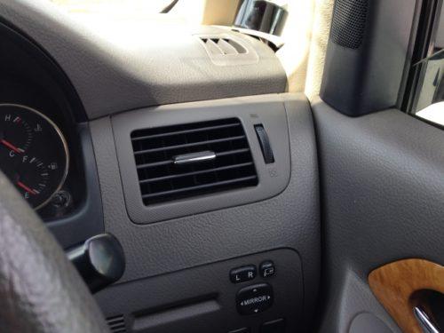 車 臭い 原因 対策