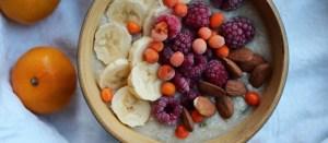 Energinen aamiainen: kookoskvinoapuuro