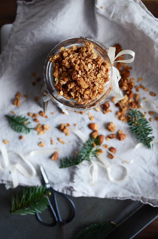 Gluten-free Gingerbread Granola | tuulia blog
