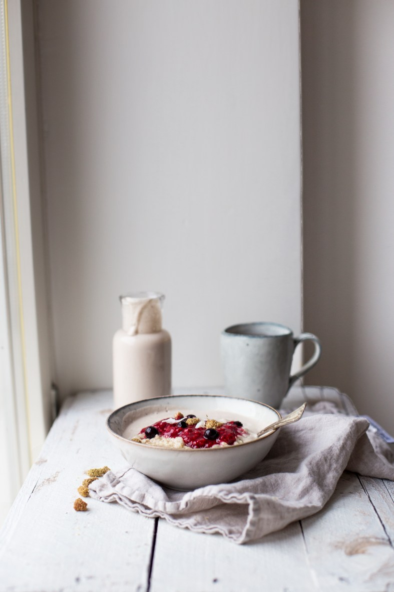 luxury oatmeal with banana cashew milk & berries (gf + v)