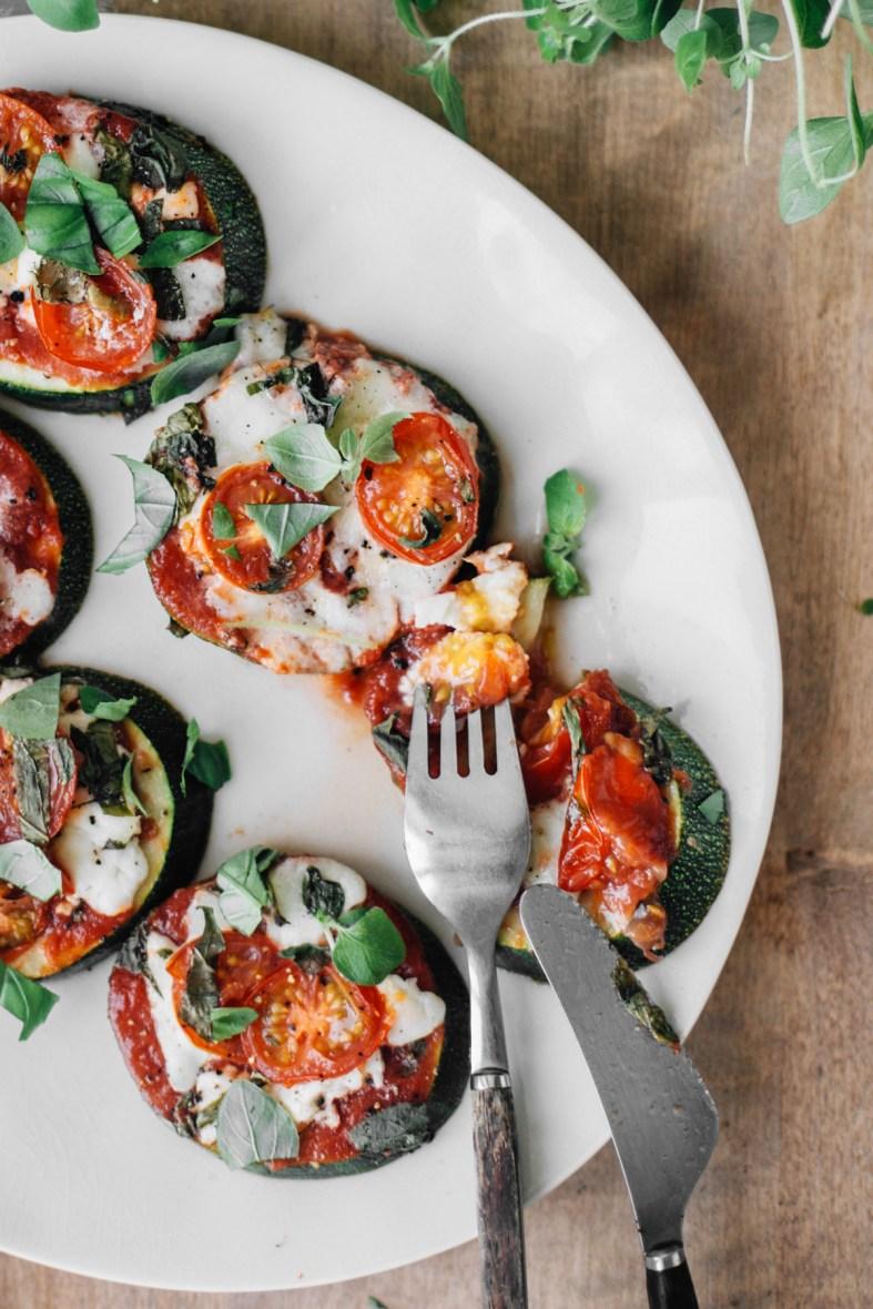 Zucchini Pizza Bites | tuulia blog