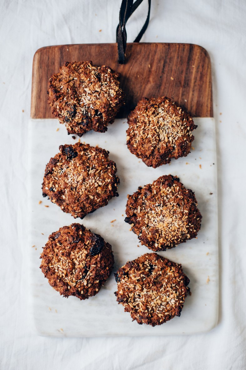 Healthy Breakfast Cookies w/ Nuts, Oat & Banana | tuulia blog