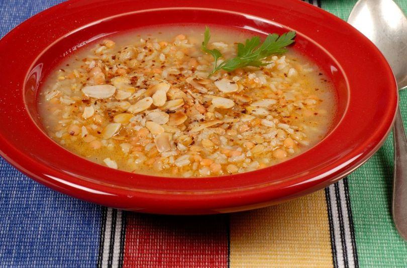 Läätse-riisisupp, kus sibulaga ei koonerdata