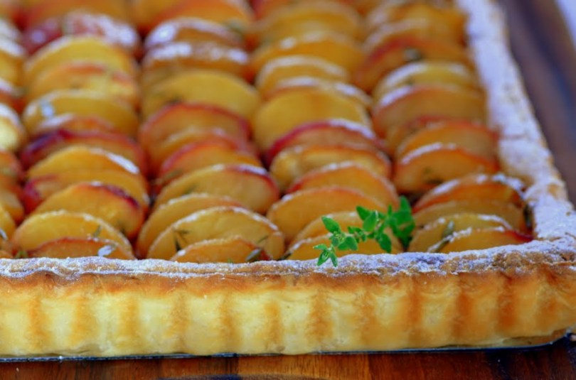 Aprikoosikook peidetud martsipani ja tibakese tüümianiga