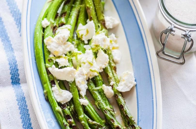 Spargel fetajuustu ja oliiviõliga. Lihtsate asjade kaunis kooslus