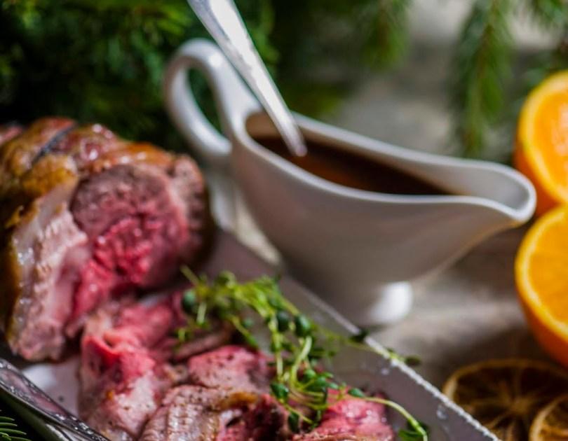 Jõuludeks sobivad liharoad koos punase veini kastmega. Rostbiif, lambaliha ja punase veini kastmes hautatud veis.