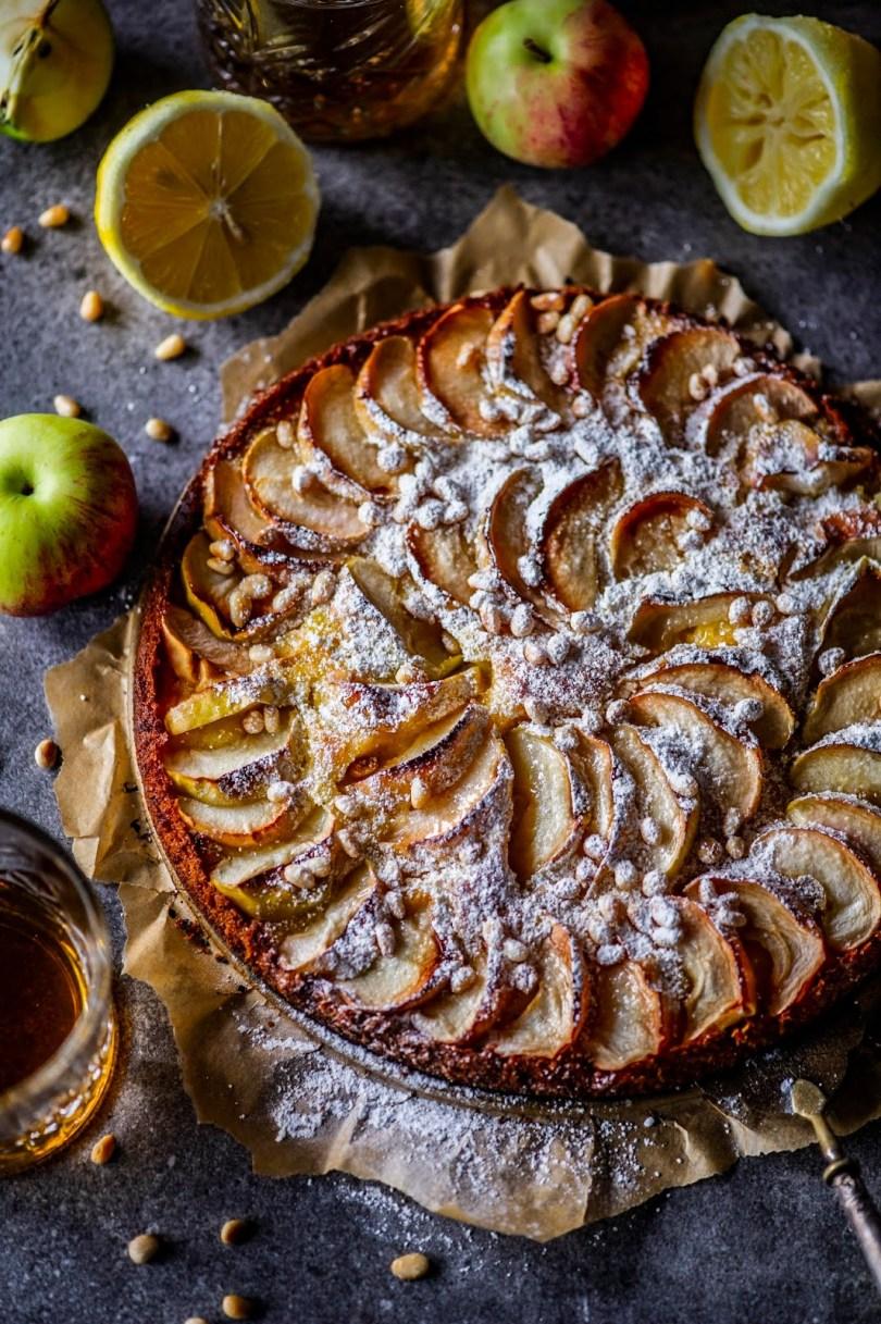 Firenze õunakook ehk mahlane õunakook sidruni ja piiniaseemnetega