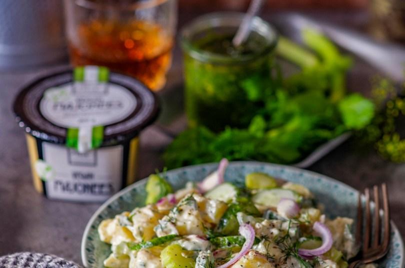 Täistaimne kartulisalat vegan majoneesi, selleri ja värske kurgiga