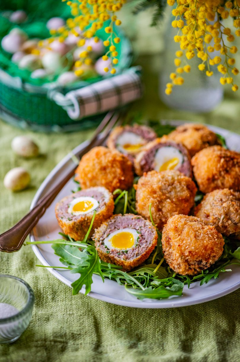 Lihavõteteks. šoti munad vutimunadega ja peedimahlas kümmelnud pühademunad