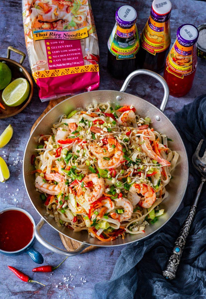 Praetud nuudlid krevettide ja köögiviljadega