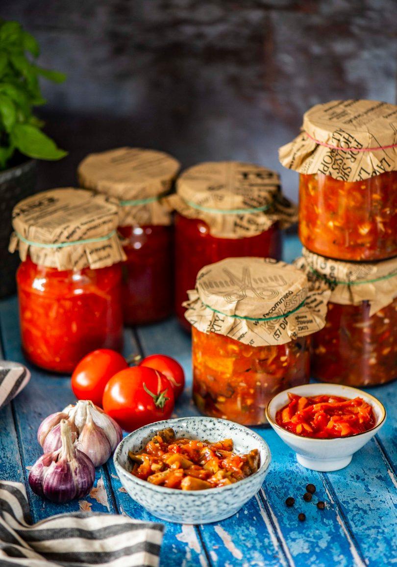 Vürtsikas seene-suvikõrvitsa ja tomati salat