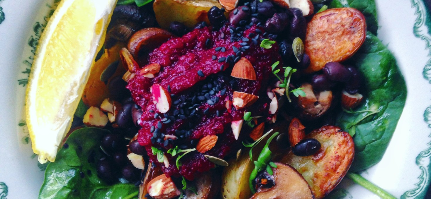 Matig vårsallad med rostad potatis, rödbeta och vitlökssvamp