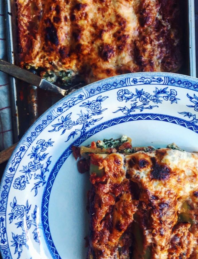 Cannelloni med spenat och kronärtskocka, tomatsås & parmesankräm
