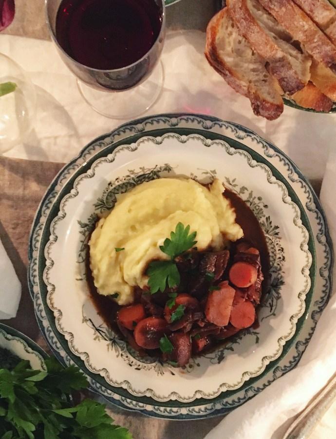 """Vegansk """"boeuf"""" med 3 sorters svamp, rotfrukter och gräddig potatispuré"""