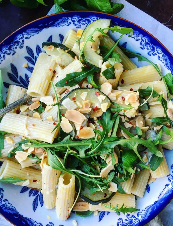 Vegansk gräddig citronpasta med rostad mandel + Det Goda Gröna