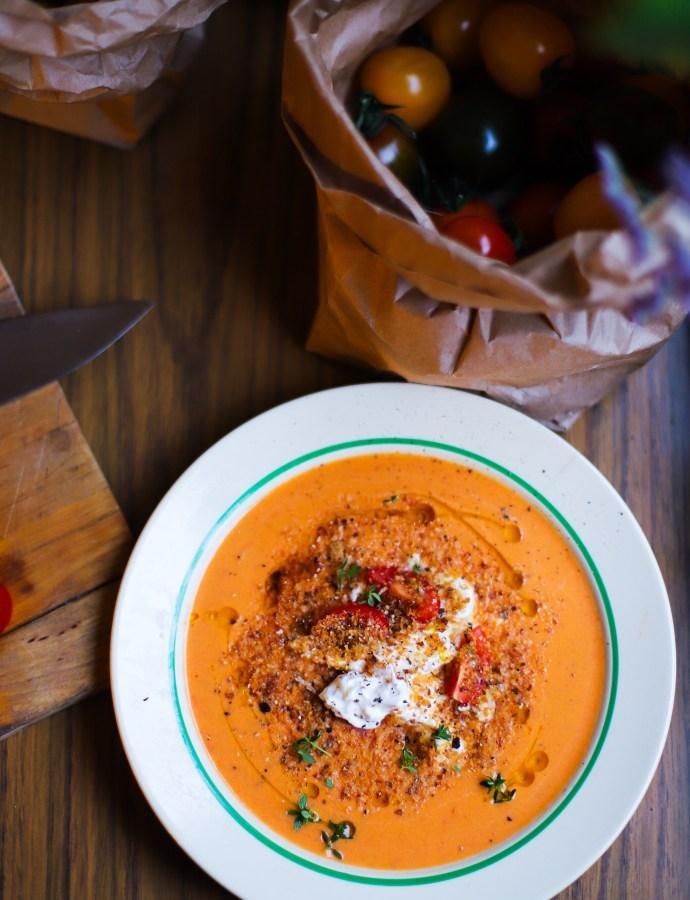Rostad tomatsoppa med burrata, citronolja och timjan