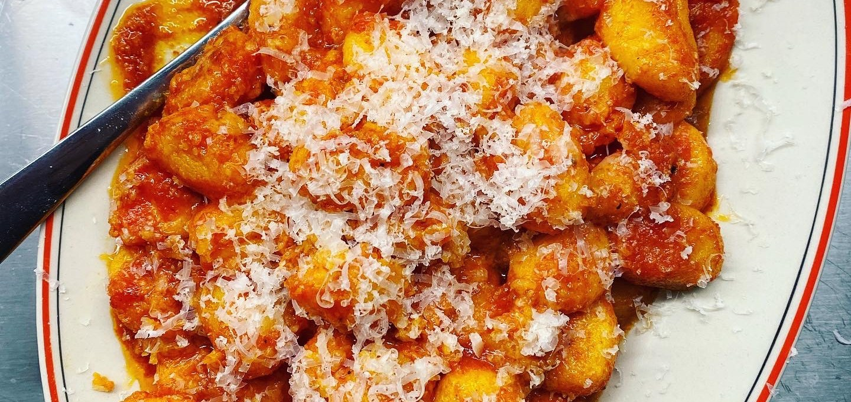 Gnocchi i tomatsås med brynt saffranssmör