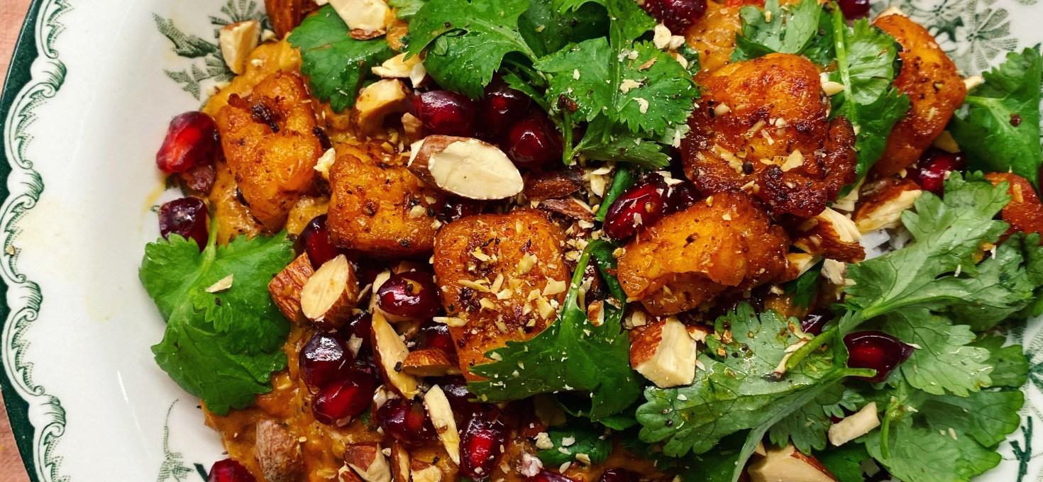 Smörig linsgryta med garam masala, citrus och harissahalloumi