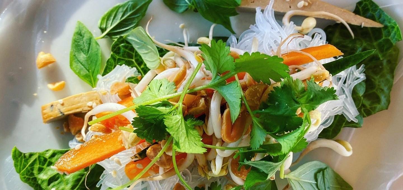 Färska vårrullar med rökt tofu och risnudlar