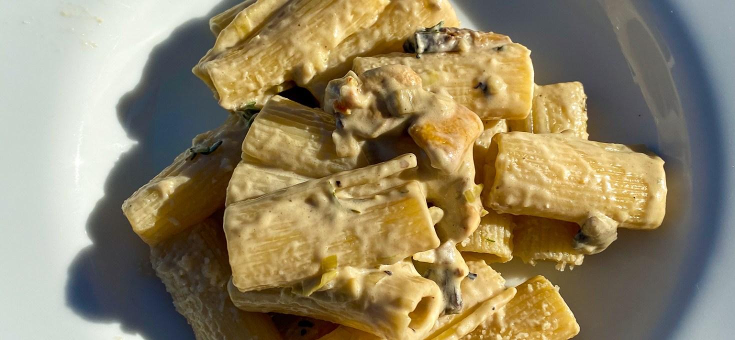 Snabb fredagspasta med svamp, timjan och citron