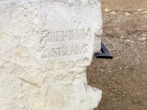 Kaļķakmens ar Poncija Pilāta vārdu. Foto: Vikipēdija