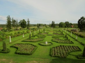 Bruknas muižas Renesanses dārzs. Attēls pārpublicēts no viss.lv