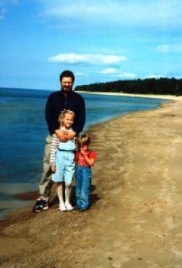 Ar tēti un brāli. Foto no personīgā arhīva