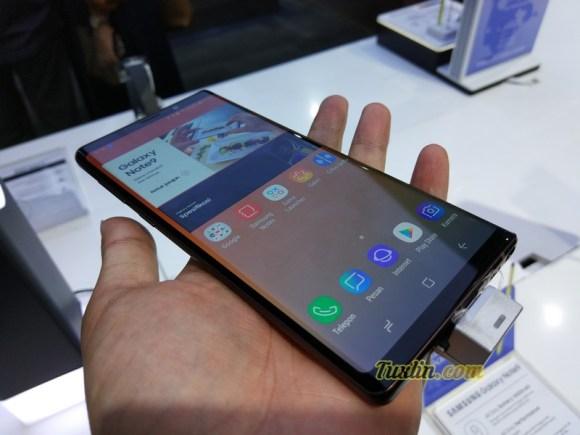 Menjajal Samsung Galaxy Note 9: Smartphone Canggih Seharga Motor! 1