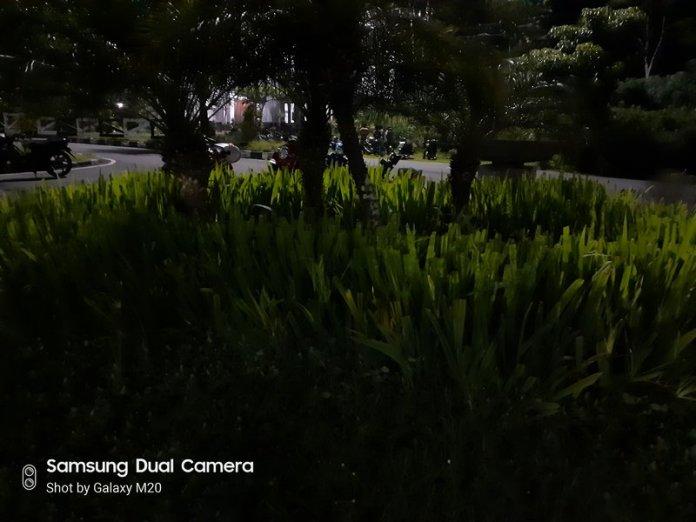 Hasil Foto Kamera Samsung Galaxy M20 Malam Hari dengan LED Flash