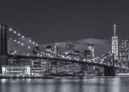 Foto's New York - Brooklyn Bridge by night panorama| Zwart-wit foto Tux Photography