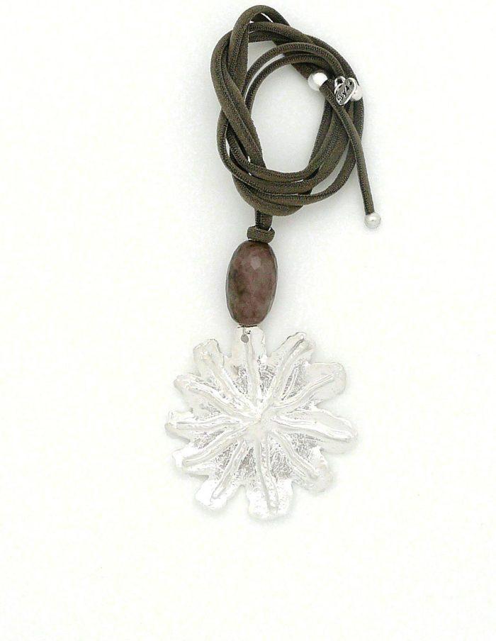 Collar flor grabde plateada verde caqui