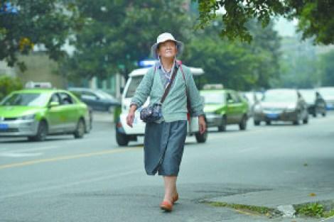 Cụ bà 82 tuổi dành 28 năm học đại học