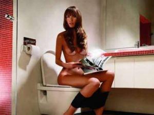 djevojka-toalet