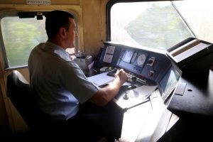 ismet-repuh-vise-od-tri-decenije-za-upravljacem-lokomotive-masinovoda-je-posao-koji-se-zivi-24-sata0_2015_10_09