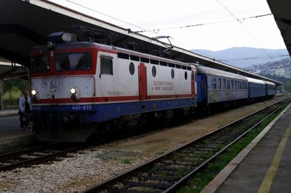 zeljeznicom-ka-jugu-bih-pruga-na-kojoj-su-sklopljena-brojna-prijateljstva-i-ljubavi24_2015_10_04