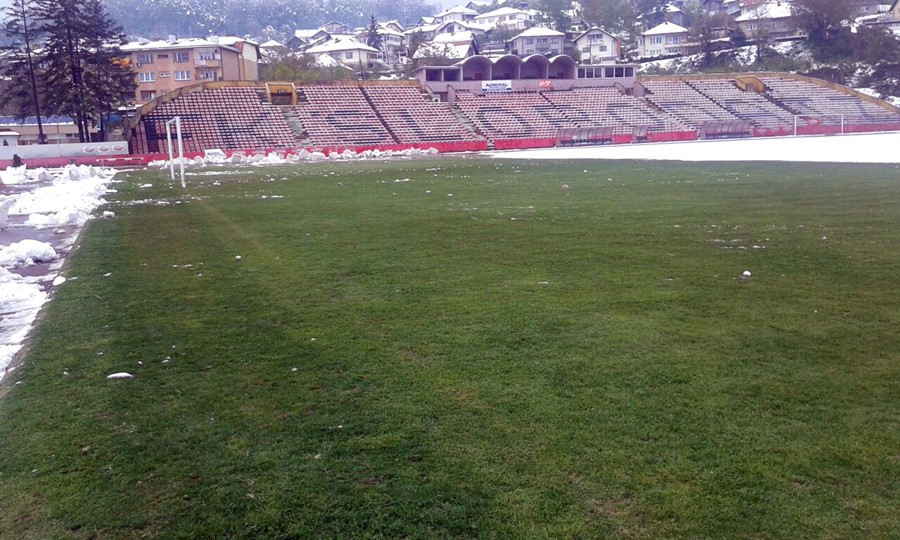 stadion-tusanj-ciscenje-snijega002
