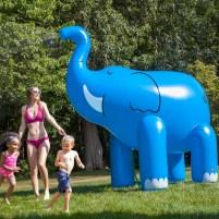 slon-vodena-igracka